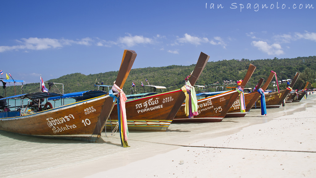 Loh Dalam Bay Long Tail Boats